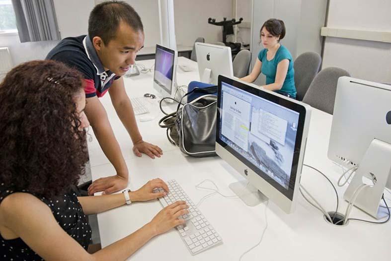 les-cours-en-ligne-a-distance-un-modele-universitaire-qui-plait-aux-entreprises.jpg