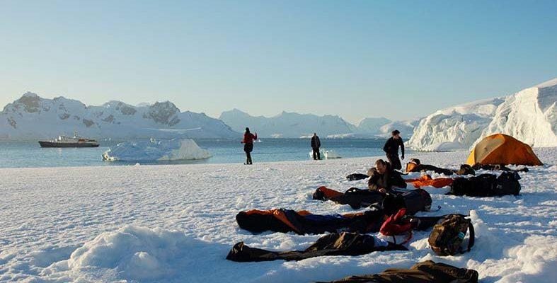 إير بي إن بي تطلق رحلة مجانية إلى أنتاركتيكا لـ5 مغامرين