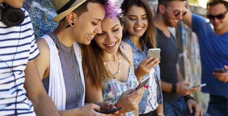 Pesquisa mostra como os jovens se relacionam com a Internet